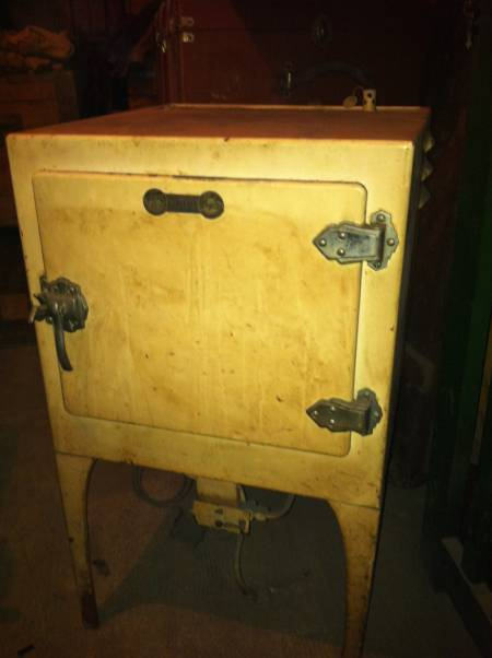 petitebrocante04 ancien frigo sur pieds 1940 1950. Black Bedroom Furniture Sets. Home Design Ideas